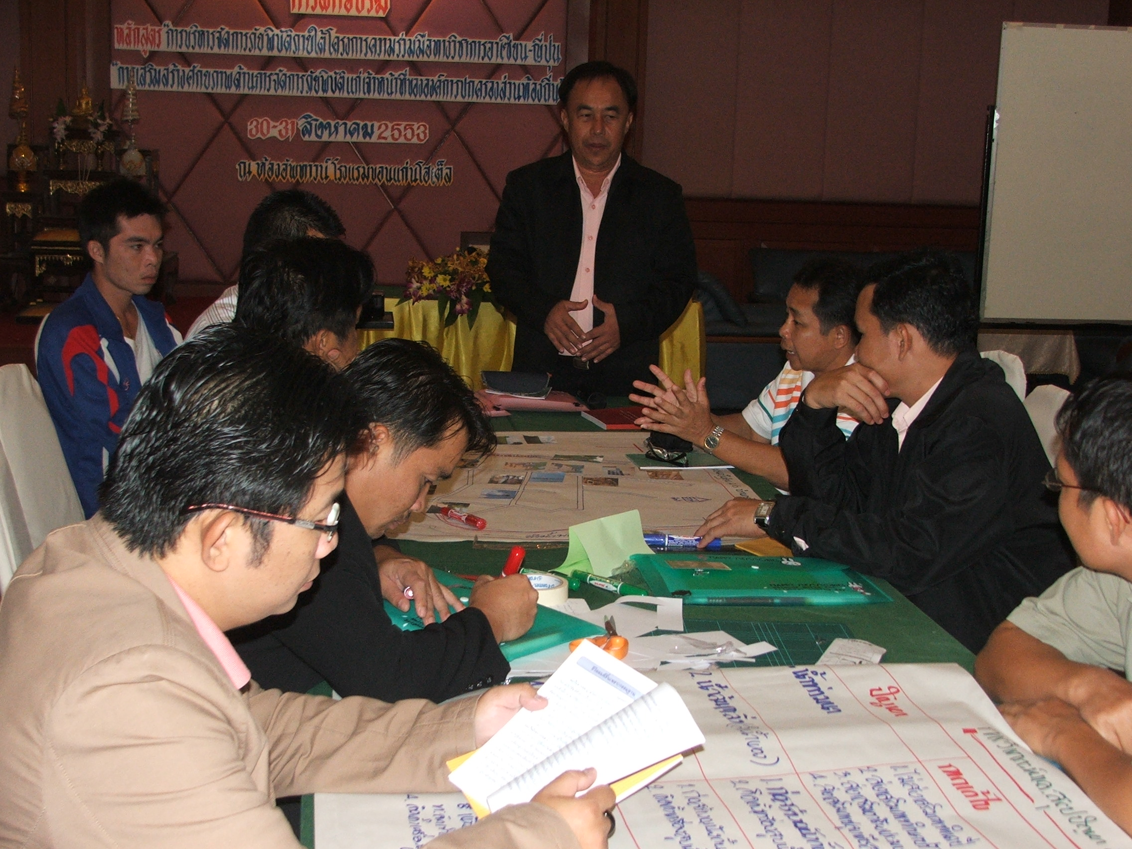 http://www.adrc.asia/adrcreport_e/items/ASEAN_Thai_20100831.JPG